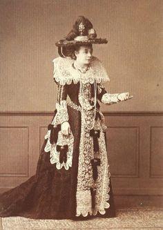 Princess Pauline Metternich in Robe of honour of Makart. Vienna 1879 _______________________ Fürstin Pauline Metternich in Makart-Robe@ Wien Museum