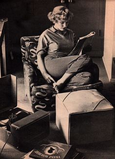 Marilyn Monroe playing a Schubert 78 rpm