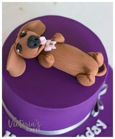 up close and personal with this little dachshund fondant cake topper. Fondant Cupcake Toppers, Fondant Cakes, Cupcake Cakes, Birthday Cake Decorating, Cake Decorating Tips, Fancy Cakes, Cute Cakes, Dachshund Cake, Puppy Birthday Cakes