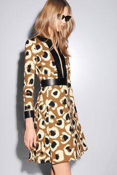 Gucci Pre-Fall 2014 Fashion Show - Elisabeth Erm Fashion Moda, Fashion Show, Fashion Looks, Womens Fashion, Fashion Design, Dress Fashion, Runway Fashion, Fashion Brands, Style Fashion