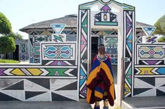 Esther Mahlangu in front of her house in Middelburg African House, African Crafts, Xhosa, House Painting, Home Art, Fair Grounds, 1, Traditional, Image