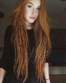 I need those dreads! Half Dreads, Partial Dreads, Dreadlocks Girl, Locs, Dreads Women, Girl With Dreads, One Dreadlock In Hair, Dreads With Undercut, Half Dreaded Hair