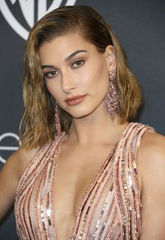 Short-haired gals, allow us (OK, Hailey Baldwin) to introduce you to this wet-look wonder. Prep and prime your hair with a pomade before spritzing it with a texturising mist, then blow-dry with a diffuser to up your wave-age. All this + a side-sweep = swoon <3