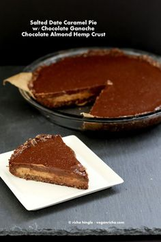 Salted Date Caramel, Chocolate Pie with Almond Coconut Crust. Vegan Glutenfree No Bake(Vegan Pie Graham Crackers) Raw Vegan Desserts, Vegan Treats, Raw Food Recipes, Dessert Recipes, Diet Recipes, Vegan Thanksgiving, Thanksgiving Desserts, Chocolate Pies, Vegan Chocolate