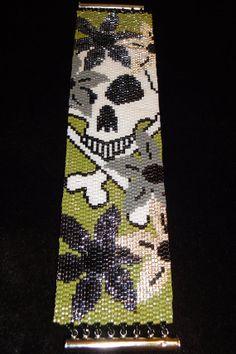 Skull and Crossbones in the Jungle Seed Bead Peyote Stitch Bracelet Peyote Patterns, Loom Patterns, Bathroom Crafts, Beaded Banners, Beaded Crafts, Peyote Beading, Beaded Skull, Skull Jewelry, Skull And Crossbones