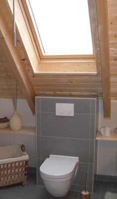 Toilet under roof window- Toilette unter Dachflächenfenster Toilet under roof window - Bathroom Windows, Attic Bathroom, Attic Rooms, Bathroom Interior, Small Bathroom, Pine Doors, Roof Window, Classic Bathroom, Glass Shower Doors