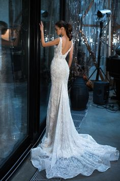 Sleeveless deep v-neckline and gorgeous embellishment made of beads, pearls and rhinestones Fit and flare wedding dress detachable train Straight Wedding Dresses, Buy Wedding Dress, Fit And Flare Wedding Dress, Wedding Dress Shopping, Wedding Bride, Wedding Gowns, Color Champagne Vestidos, The Dress, Dress For You