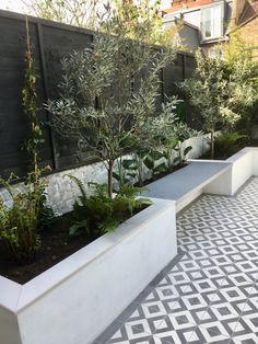 Small Courtyard Gardens, Small Backyard Gardens, Small Backyard Landscaping, Back Gardens, Outdoor Gardens, Backyard Patio, Brick Courtyard, Outdoor Paving, Outdoor Flooring