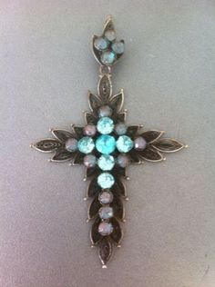 Ancienne-croix-filigranee-saphirets-Collection