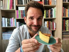 France Info Christophe Michalak s custard pie Laurent Mariotte Crepes, Cooking Swiss Chard, Muffins, Beignets, Custard, Cake Recipes, Food Porn, Jouer, Ethnic Recipes