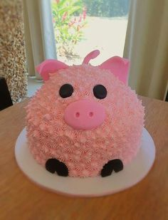 PasYou can find Character cakes and more on our website. Pig Birthday Cakes, Farm Birthday, Pig Party, Farm Party, Piggy Cake, Aniversario Peppa Pig, Easy Cake Decorating, Decorating Tips, Animal Cakes