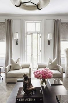 At home with: Ryan Korban Upper East Side Manhattan (This is glamorous) Living room decoration Home Design, Design Salon, Home Interior Design, Design Ideas, Interior Ideas, Modern Interior, Design Projects, Modern Design, Inspiration Design