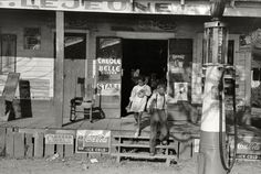 Vintage Old Country Store 1938 Photo Lousiana Metal Coke Signs Gas Pump Old General Stores, Old Country Stores, Country Life, Country Living, Old Pictures, Old Photos, Vintage Photos, Vintage Stuff, Vintage Photographs