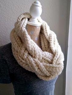 7da45b7a762c Braided Infinity Scarf Tutorial Chaussettes, Tricots, Motif À Tricoter Pour  Écharpe À L