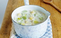 Lauch-Kartoffel-Suppe Soup And Salad, Cheeseburger Chowder, Camembert Cheese, Clean Eating, Food And Drink, Veggies, Pudding, Ethnic Recipes, Desserts