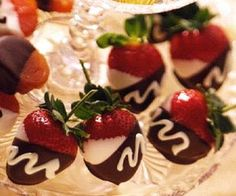 Double-Dipped Strawberries: Easy Valentine's treat. Click for more Valentine's recipes!