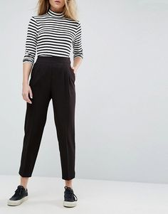 Buy ASOS DESIGN high waist tapered trousers at ASOS. Get the latest trends with ASOS now. Pants Outfit, Workwear Fashion, Fashion Outfits, Fashion Trends, Tomboy Fashion, Ladies Fashion, Fashion Ideas, Look Fashion, Teen Fashion