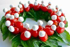 Rendez les fruits, légumes et fromages irrésistibles sur votre table de Noël ou du Jour de l'An! Faites une pièce montée ou un plateau à plat, de beaux et bons fruits et légumes, sans oublier les fromages, et jouer avec les couleurs pour attirer les