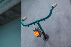 Faretto da muro con parti di biciclette