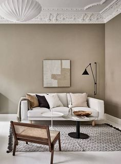 Now that fall weather seems to be all we are getting here in Munich, I'm really drawn to tints of brown and beige like in this stunning Swedish interior. The warm beige walls in the living room go very nicely … Continue reading → Apartment Interior, Living Room Interior, Home Living Room, Living Room Designs, Living Room Decor, Cottage Living, Decor Room, Design Blog, Deco Design