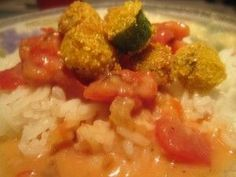 Tomato Gravy with Fried Okra and Rice ~ It's one of those odd Southern recipes you never see in a restaurant but can find quite often in a home kitchen! Southern Okra Recipe, Southern Tomato Pie, Southern Recipes, Southern Food, Southern Comfort, Ground Beef Dishes, Cooking With Ground Beef, Okra Recipes, Baby Food Recipes