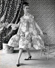 © Museo Balenciaga / Henri Cartier Bresson GETARIA - This year, 2018 – European Year of Heritage – marks the anniversary. Balenciaga Vintage, Retro Mode, Vintage Mode, Vintage Style, 1950s Style, Vintage Dresses, Vintage Outfits, Henri Cartier Bresson, 20th Century Fashion