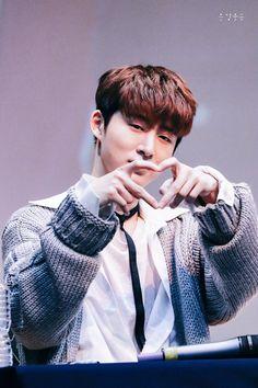 I can see his finger Kim Hanbin Ikon, Chanwoo Ikon, Ikon Kpop, Yg Ikon, Mochi, Bobby, Ikon Leader, Winner Ikon, Ikon Wallpaper