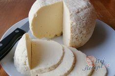 Domácí sýr, který zvládne i začátečník. Z 2 l mléka vyrobíte 1 kg sýra. | NejRecept.cz Snacks, Dairy, Menu, Cheese, Food, Lanterns, Top Recipes, Milk, Homemade