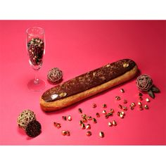 Temping, but not as much as the 30cm Caramel Beurre Salé Eclaire: 'Atelier de l'Eclair - Eclair Chocolate giant (30 cm)