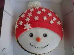 25 Pretty Snowman Cake Ideas for Christmas Christmas Cake Designs, Christmas Topper, Christmas Cake Decorations, Christmas Cupcakes, Christmas Sweets, Christmas Cooking, Holiday Cakes, Christmas Goodies, Christmas Fun