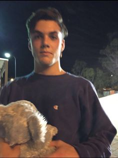 Shared by umokaykeilani. Find images and videos about grayson dolan, ethan dolan and dolan twins on We Heart It - the app to get lost in what you love. Ethan And Grayson Dolan, Ethan Dolan, Twin Photos, Twin Pictures, Dolan Twins Wallpaper, Dollan Twins, Sister Poses, Baby Daddy, Baby Boys