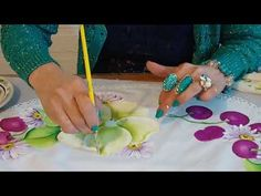 PINTANDO FLOR DEL CAMPO CON LA MAESTRA TERE GREGORIO - YouTube Fabric Painting, Painting Techniques, Make It Yourself, Google, Youtube, Tejidos, Craft, Gardening, Acrylic Paintings