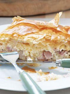 ZAMPONOTYROPITA smallolive magazine gr Breakfast Items, Breakfast Bake, Spanakopita, Greek Recipes, Scones, Baked Goods, Muffins, Bread, Baking