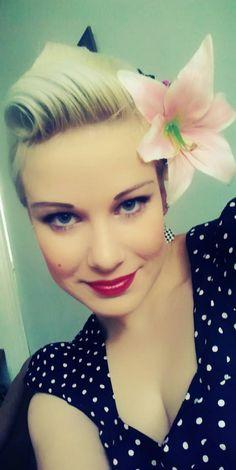 Selfie, victoryroll, victory roll, lips, lipstick