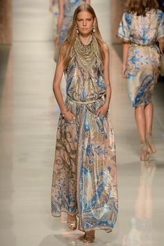 How huge will print be in Spring? Huge enough to bet an entire line on. Etro Spring 2014 RTW #MFW