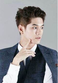 5 korean men's hairstyle inspiration from seoul fashion week Seoul Fashion, Korean Fashion Office, Korean Fashion Ulzzang, Korean Fashion Winter, Korean Fashion Casual, Winter Fashion Casual, Korean Street Fashion, Korean Men Hairstyle, Korean Haircut