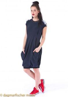 Kleid SEGUE von HIGH - Das Kleid Segue begeistert durch seinen femininen Schnitt und den raffinierten Details!