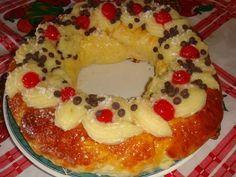 Fabulosa receta para Rosca de Reyes o Pascua Osvaldo Gross. Receta del maestro pastelero Osvaldo Gross. Con una pequeña vuelta de rosca que el mismo da que es cocinar la rosca sin decorar. A mi gusto la mejor que eh probado. La masa no me resulto para nada seca. Lógico que como toda masa hecha con levadura fue consumida en el día. Crema pastelera espesa de panadería https://cookpad.com/ar/recetas/492324-crema-pastelera-espesa-de-panaderia