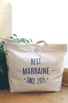 """Sac cabas en coton bio """"Best Marraine since"""" à personnaliser. Coton Bio, Paper Shopping Bag, Reusable Tote Bags, Diy Crafts, Unique, Large Bags, Original Gifts, Diy Home Crafts, Do It Yourself Crafts"""
