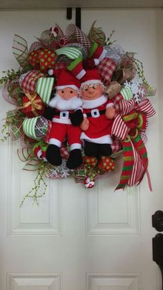 Christmas Santa and Mrs. Claus Wreath by Shes's Crafty Too www.facebook.com/groups/shescraftybyclara