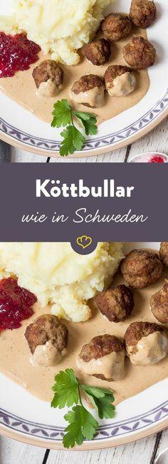 Frikadellen, Buletten oder Fleischpflanzerl? In Schweden kommen Köttbullar auf den Tisch - zusammen mit Preiselbeerkompott und Kartoffelpüree.