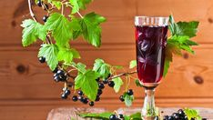 Best local dessert wines for the holidays Blackcurrant Health Benefits, Holiday Desserts, Fun Desserts, Anti Oxidant Foods, Sweet Wine, Black Currants, Sugar And Spice, Hurricane Glass, Chutney