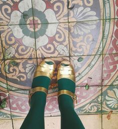 Pin Up Style, My Style, Green Tights, Lotta From Stockholm, Shoe Selfie, Swedish Clogs, Modern Vintage Fashion, Head Over Heels, Ceramic Design