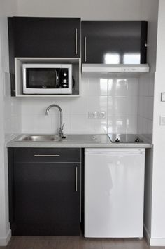 Patrick : Je cherche à aménager ma cuisine - Côté Maison Kitchen Design Open, Pantry Design, Interior Design Kitchen, Kitchen Designs, Office Kitchenette, Small Kitchenette, Studio Kitchenette, Kitchenette Ideas, Micro Kitchen