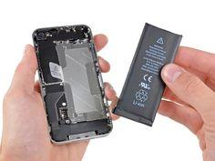 """Pour les batteries qui """"collent"""", vous pouvez utiliser l'outil d'ouverture pour vous aider (il faut prendre des précautions supplémentaires pendant que vous le faites). Il sera peut-être plus facile à soulever la batterie à partir de la droite, car aucune colle n'est utilisée sur ce côté. Retirer la batterie. Avant de rebrancher le connecteur de la batterie, vérifiez que la pression de contact (en rouge) est correctement positionnée à côté du connecteur de la batterie."""