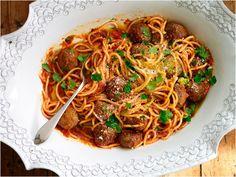 Spaghetti with Meatballs #pasta #tomato #cirio #recipe #meatballs