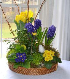 Terrific flower arrangements wedding bouquets - browse our short article for more designs! Easter Flower Arrangements, Easter Flowers, Spring Flowers, Floral Arrangements, Deco Floral, Arte Floral, Spring Bulbs, Bulb Flowers, Cottage Gardens