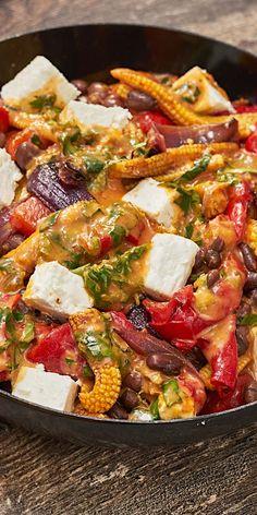 Dieser gegrillte Gemüsesalat ist das perfekte Gericht für alle Grill-Fans und lässt sich wunderbar im Ofen zubereiten. Warm serviert ist er auch an kühleren Tagen ein Genuss. Guten Appetit!