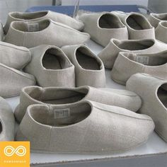 Handmade 100% Natural Hemp House Shoes from organically grown European hemp (natural felt padding). Comfortable and pure. Handmade at the Rawganique Atelier in Europe.
