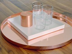 The e15 square shaped tray Ito by Philipp Mainer is a modern and versatile accessory. The Ito tray is made of folded powder-coated sheet aluminium and available in different colours. In addition to powder-coated aluminium, Ito is now also available in luxurious hand-polished stainless steel, copper and brass.